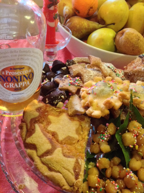 Ricotta and Cooked Wheat cake (with the stars) with typical christmas sweets