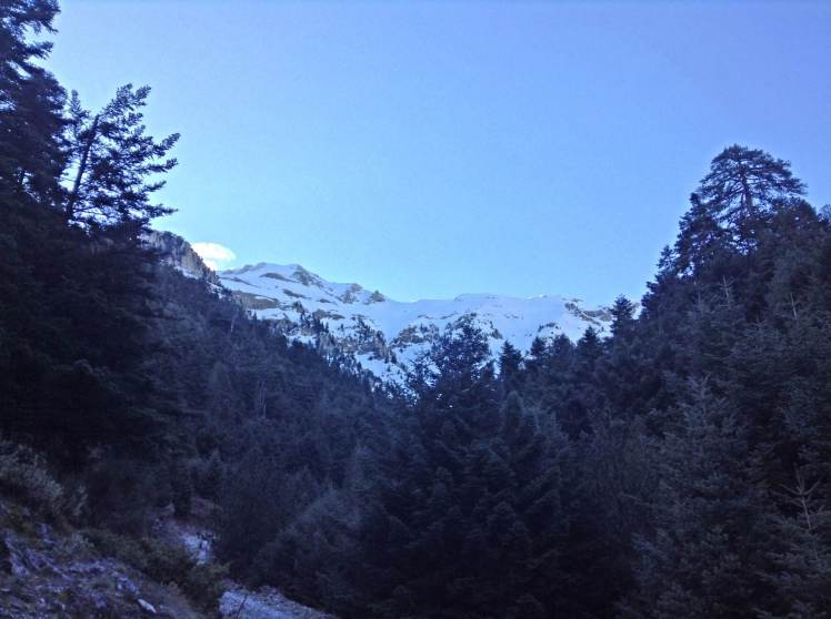 Beautiful morning with blue skies...onwards to the mountain